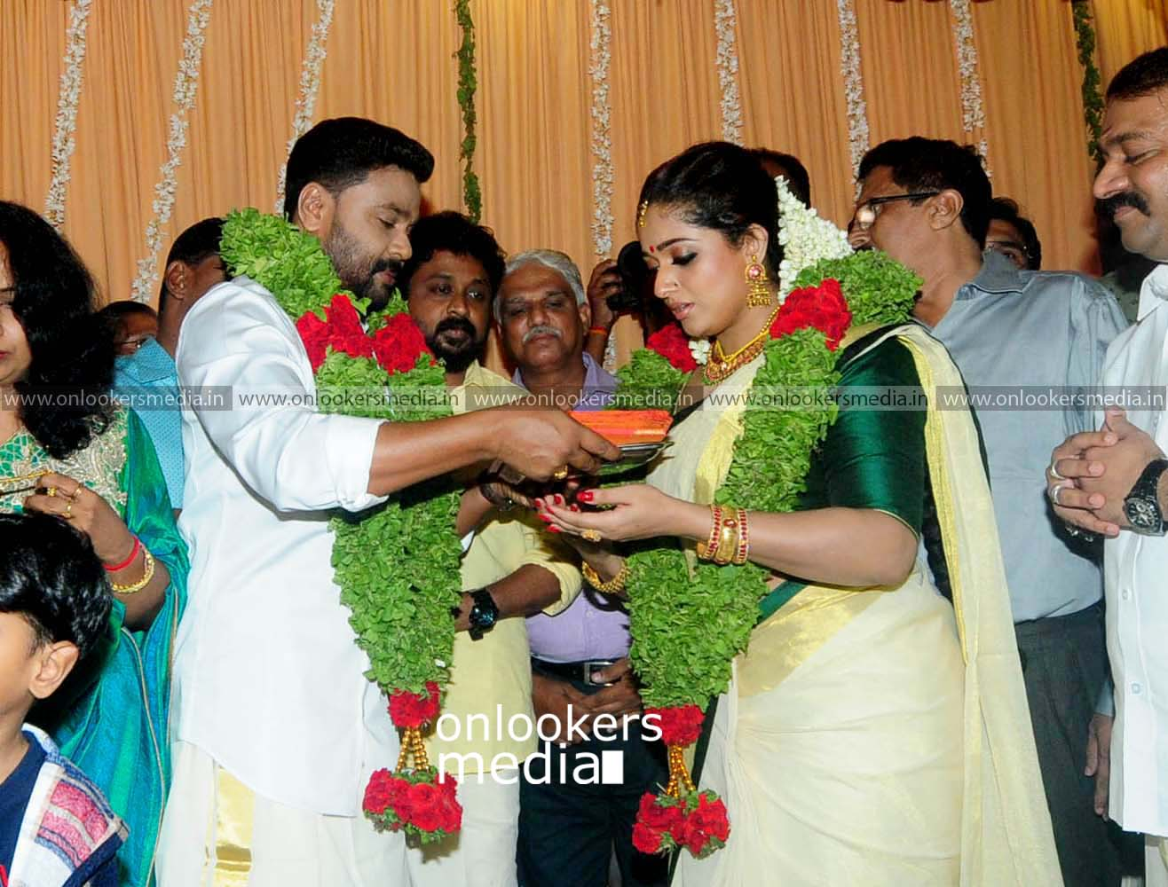 http://onlookersmedia.in/wp-content/uploads/2016/11/Dileep-Kavya-Madhavan-Wedding-Stills-Photos-23.jpg