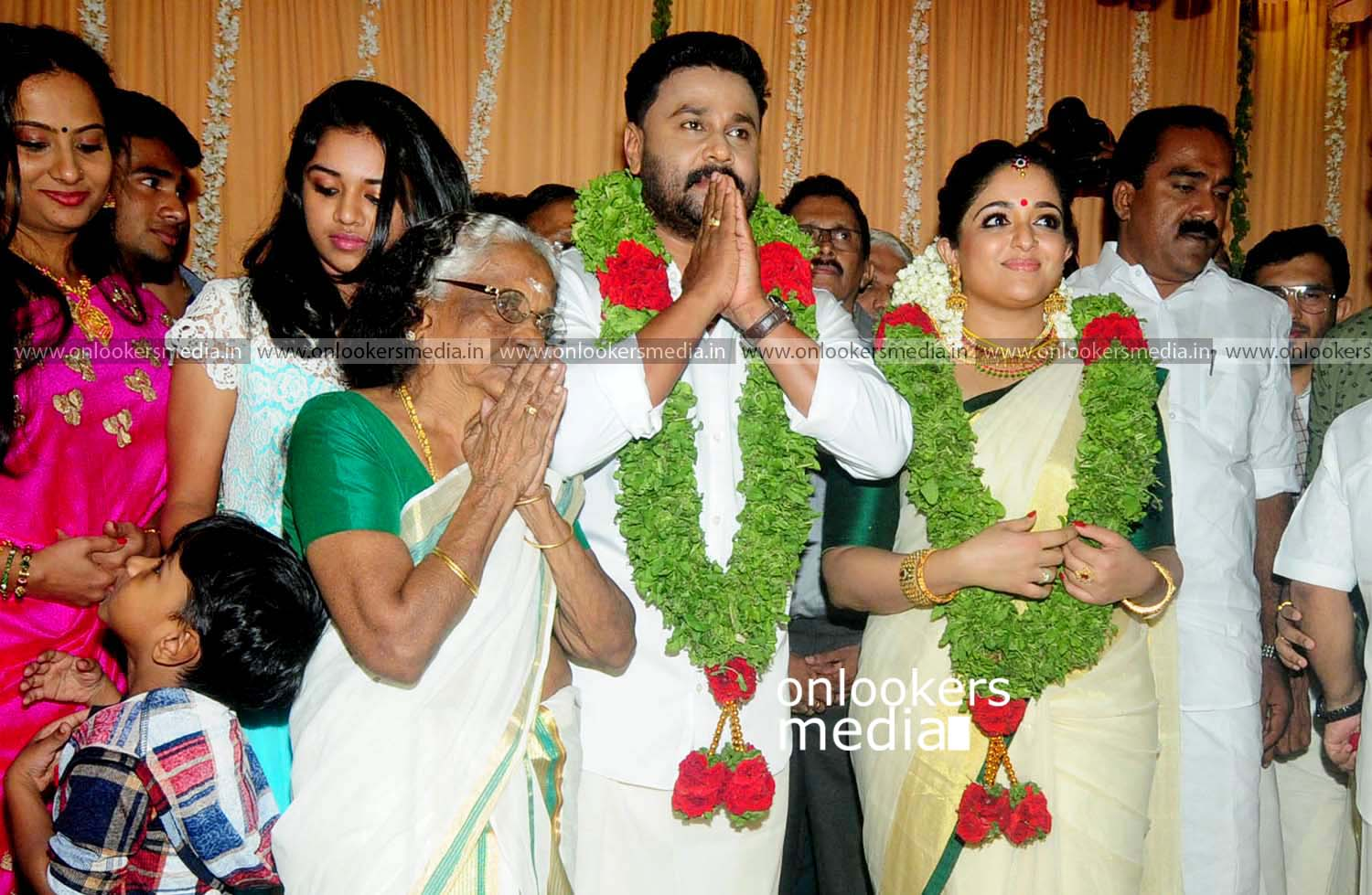 http://onlookersmedia.in/wp-content/uploads/2016/11/Dileep-Kavya-Madhavan-Wedding-Stills-Photos-28.jpg