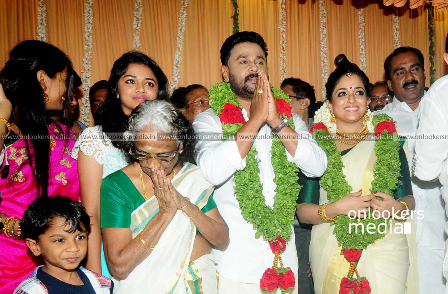 http://onlookersmedia.in/wp-content/uploads/2016/11/Dileep-Kavya-Madhavan-Wedding-Stills-Photos-29.jpg