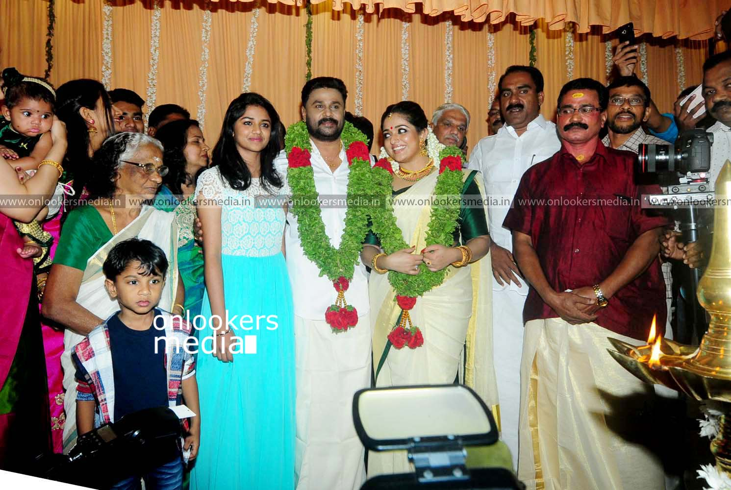 http://onlookersmedia.in/wp-content/uploads/2016/11/Dileep-Kavya-Madhavan-Wedding-Stills-Photos-30.jpg