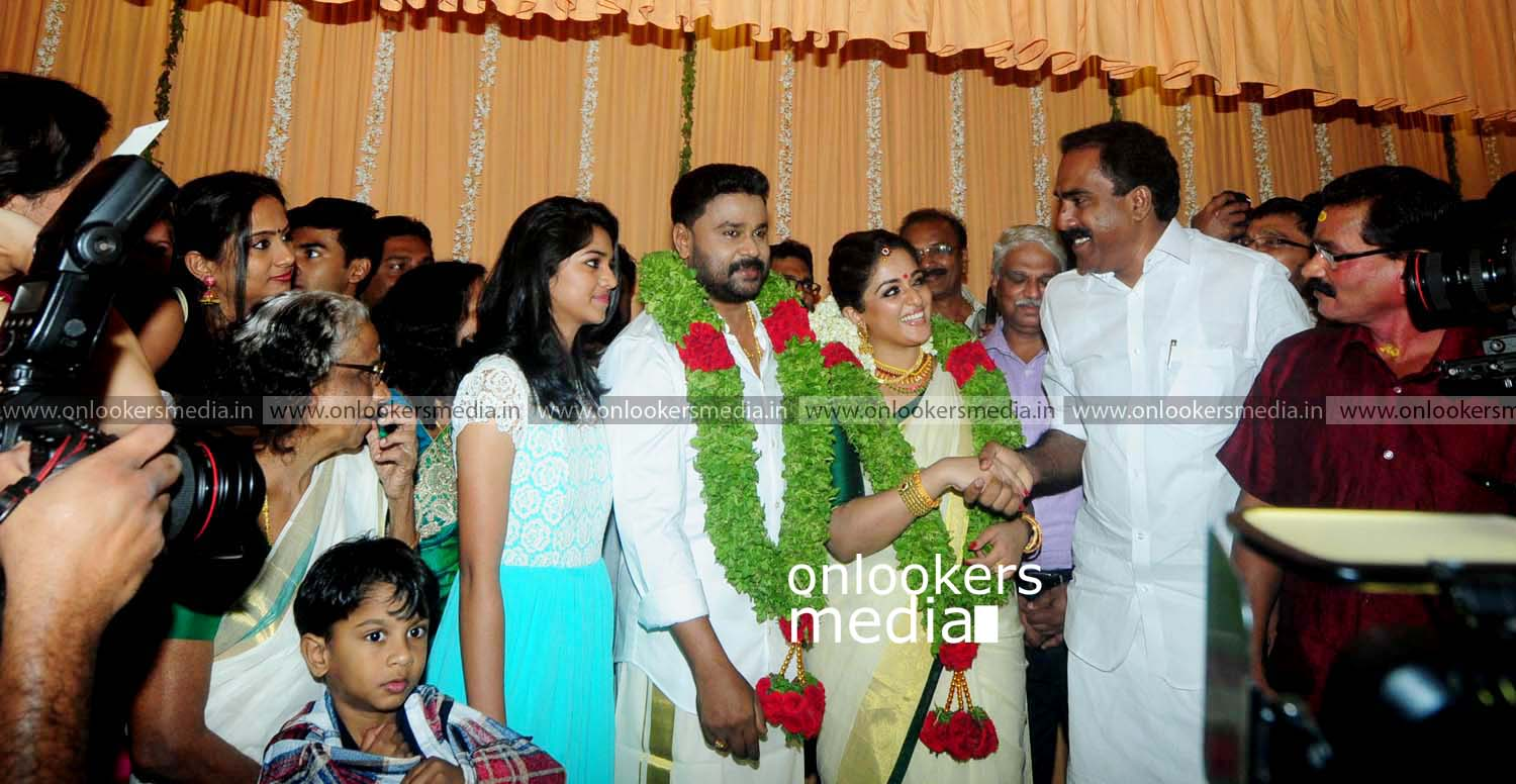 http://onlookersmedia.in/wp-content/uploads/2016/11/Dileep-Kavya-Madhavan-Wedding-Stills-Photos-32.jpg