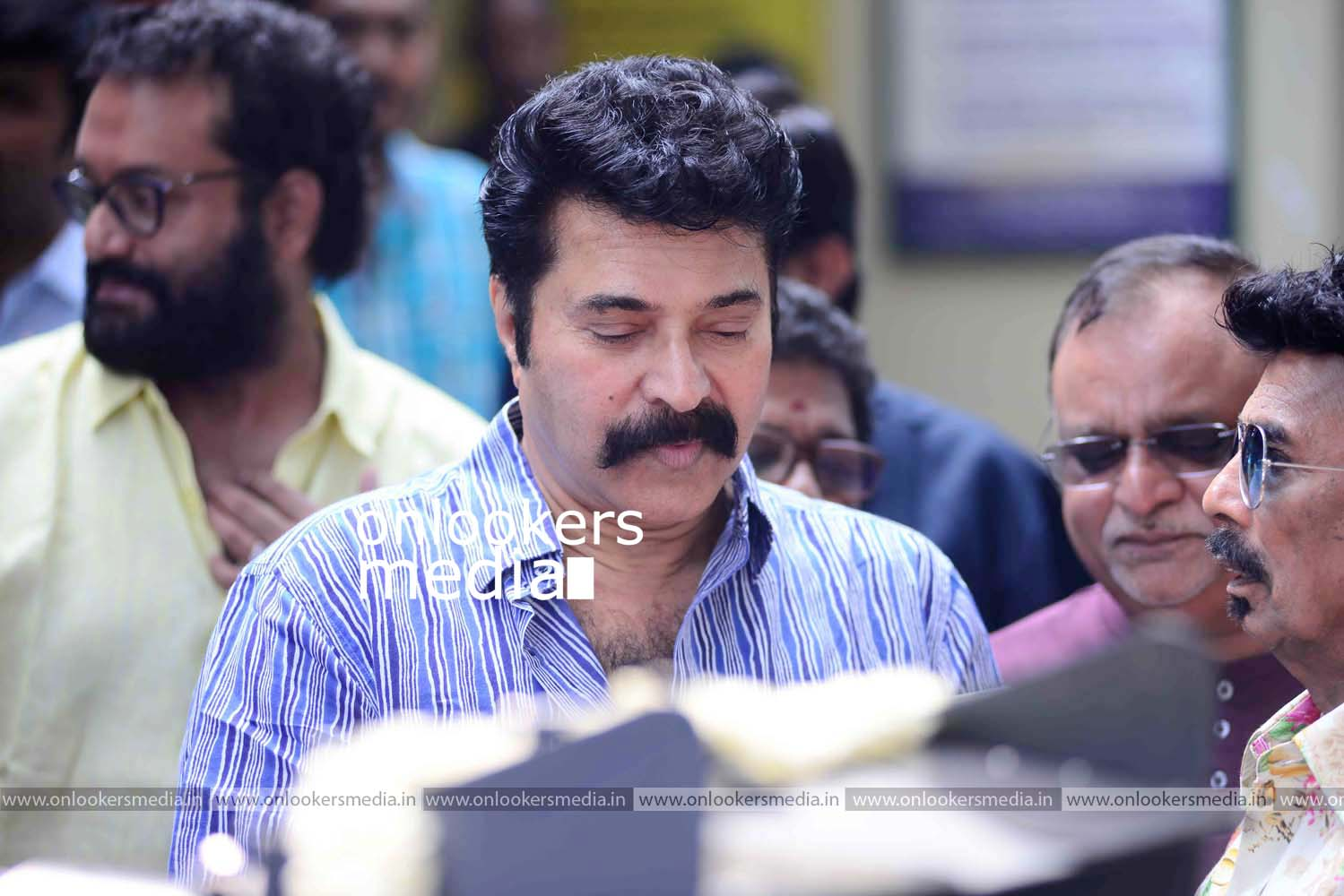http://onlookersmedia.in/wp-content/uploads/2016/11/Puthan-Panam-Pooja-Stills-Photos-Mammootty-Ranjith-1.jpg