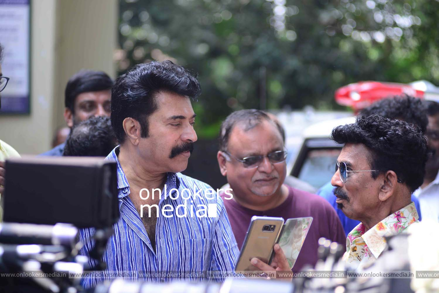 http://onlookersmedia.in/wp-content/uploads/2016/11/Puthan-Panam-Pooja-Stills-Photos-Mammootty-Ranjith-10.jpg
