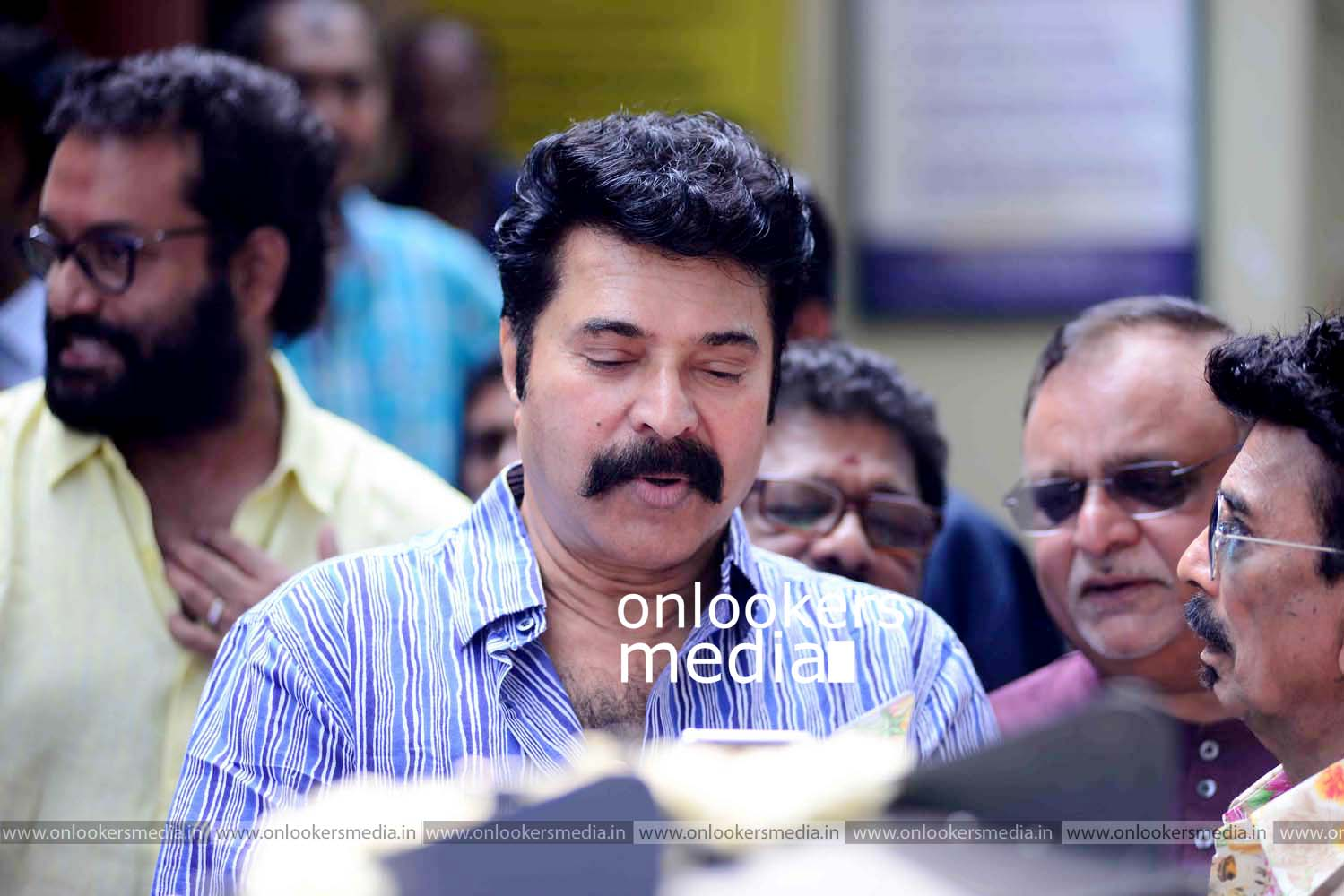 http://onlookersmedia.in/wp-content/uploads/2016/11/Puthan-Panam-Pooja-Stills-Photos-Mammootty-Ranjith-19.jpg