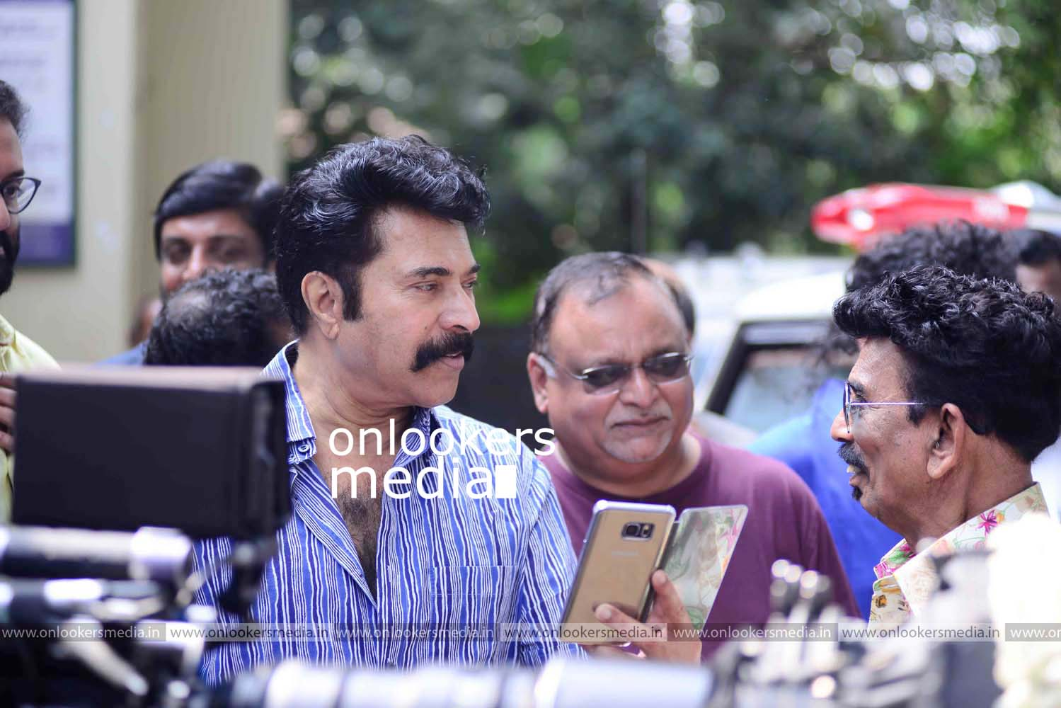 http://onlookersmedia.in/wp-content/uploads/2016/11/Puthan-Panam-Pooja-Stills-Photos-Mammootty-Ranjith-2.jpg