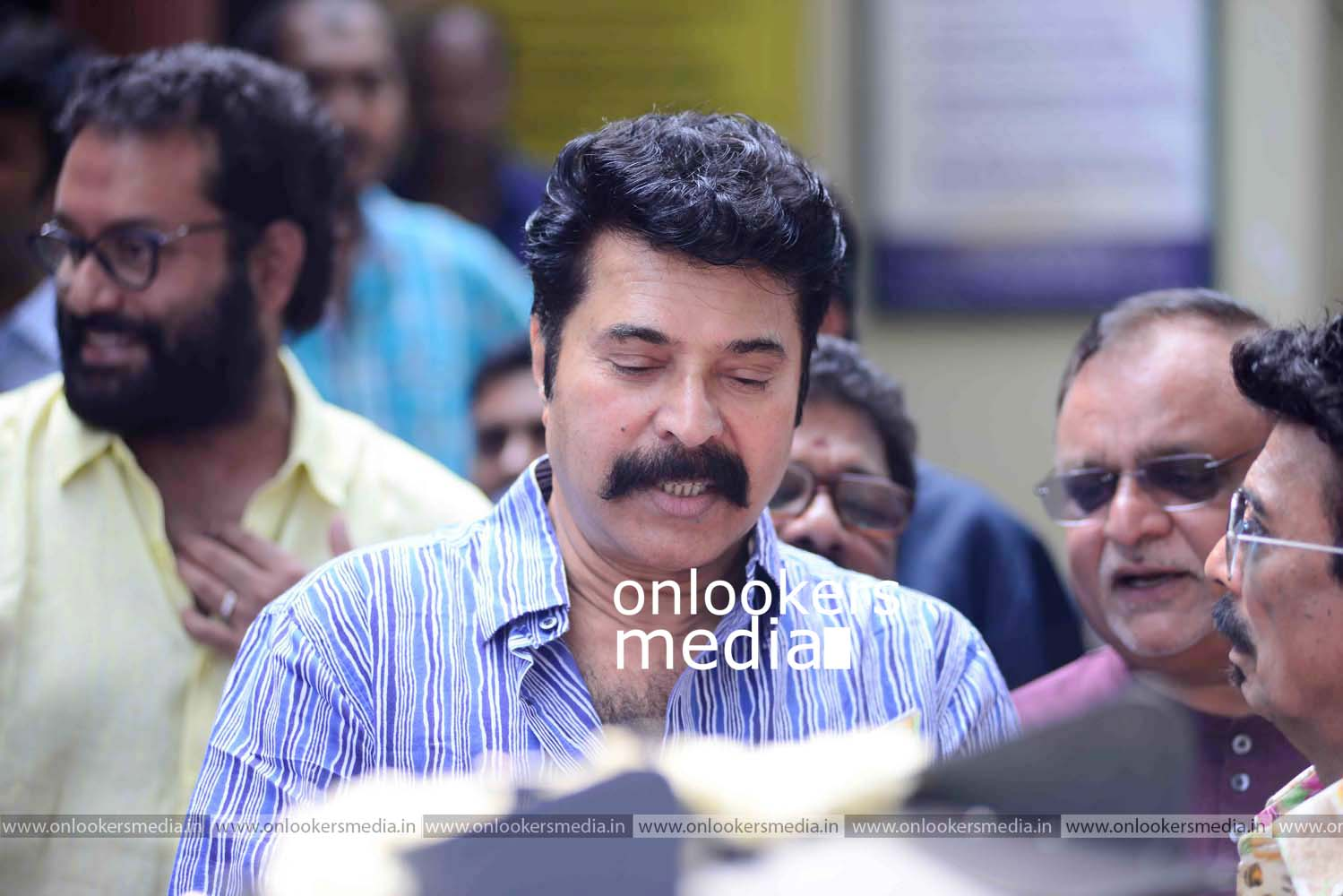 http://onlookersmedia.in/wp-content/uploads/2016/11/Puthan-Panam-Pooja-Stills-Photos-Mammootty-Ranjith-3.jpg