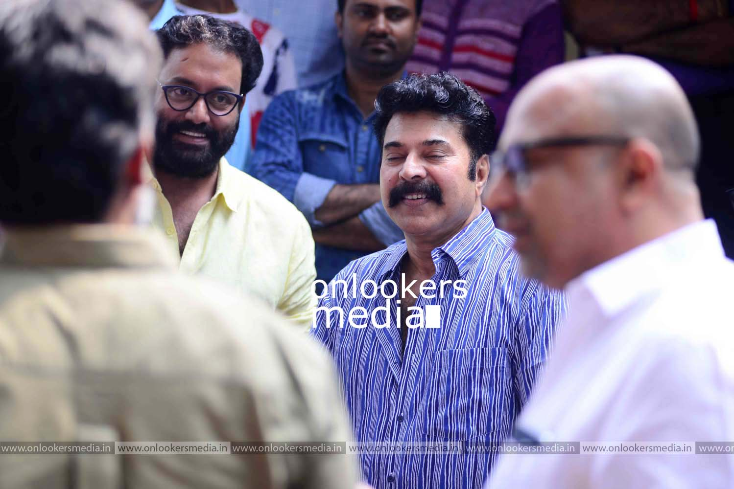 http://onlookersmedia.in/wp-content/uploads/2016/11/Puthan-Panam-Pooja-Stills-Photos-Mammootty-Ranjith-4.jpg