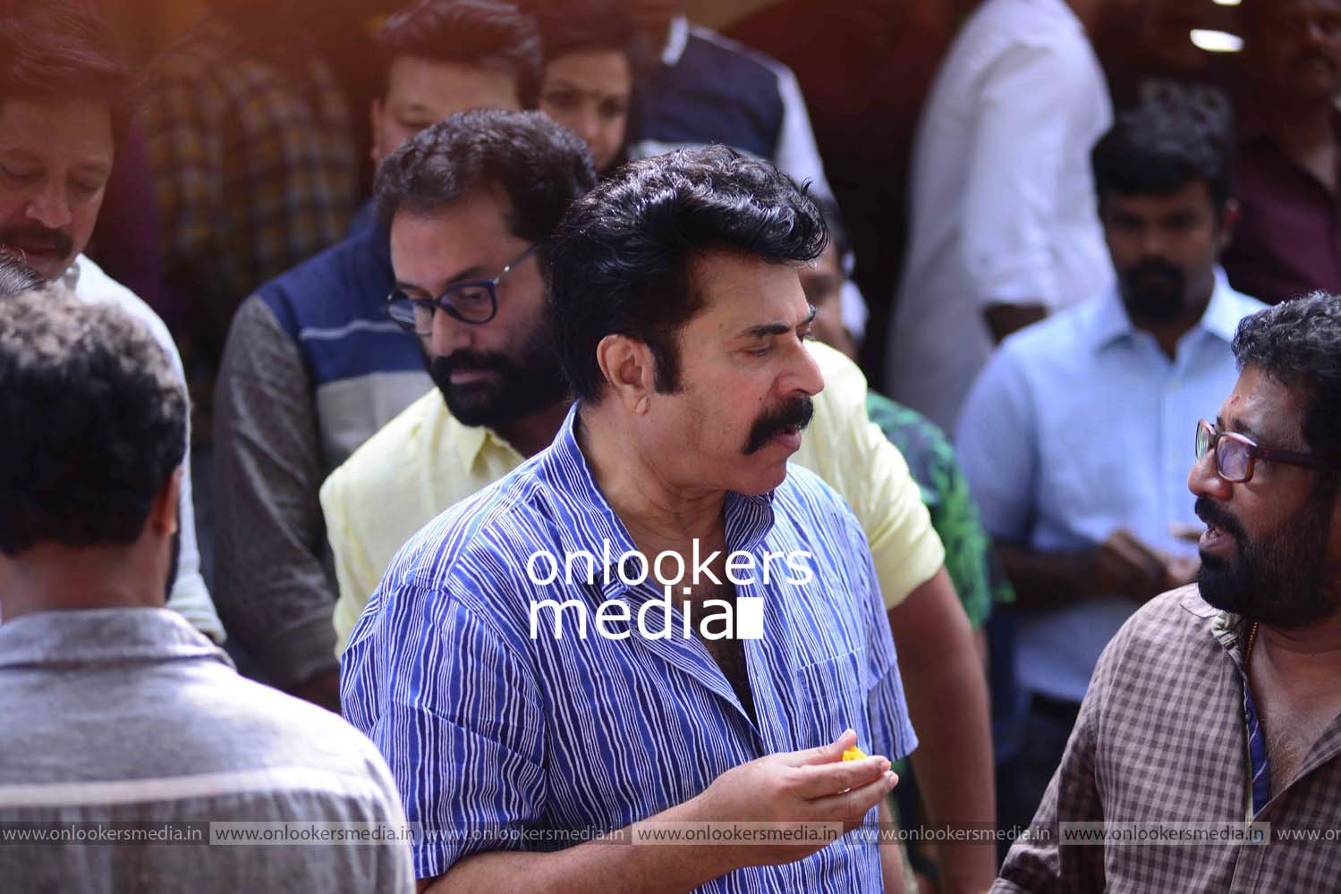http://onlookersmedia.in/wp-content/uploads/2016/11/Puthan-Panam-Pooja-Stills-Photos-Mammootty-Ranjith-6.jpg