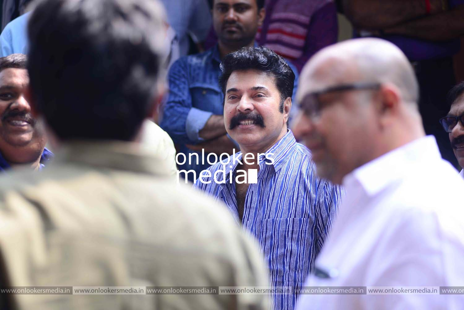 http://onlookersmedia.in/wp-content/uploads/2016/11/Puthan-Panam-Pooja-Stills-Photos-Mammootty-Ranjith-7.jpg