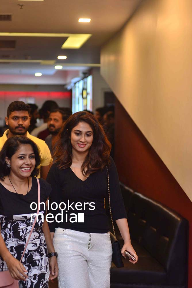 http://onlookersmedia.in/wp-content/uploads/2017/03/Angamaly-Diaries-Preview-Show-Stills-30.jpg