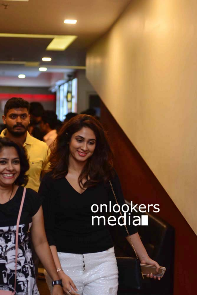 http://onlookersmedia.in/wp-content/uploads/2017/03/Angamaly-Diaries-Preview-Show-Stills-31.jpg