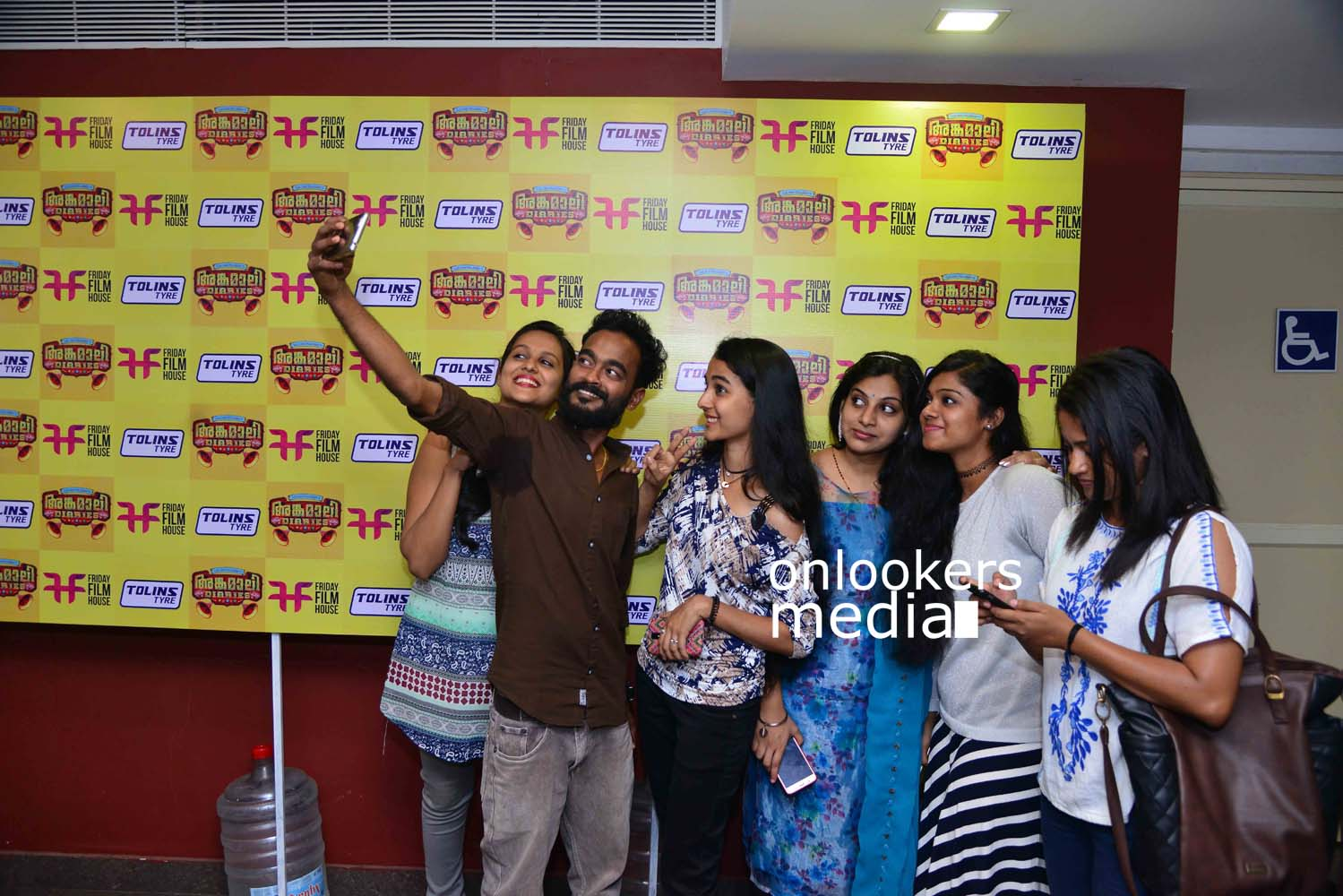 http://onlookersmedia.in/wp-content/uploads/2017/03/Angamaly-Diaries-Preview-Show-Stills-34.jpg