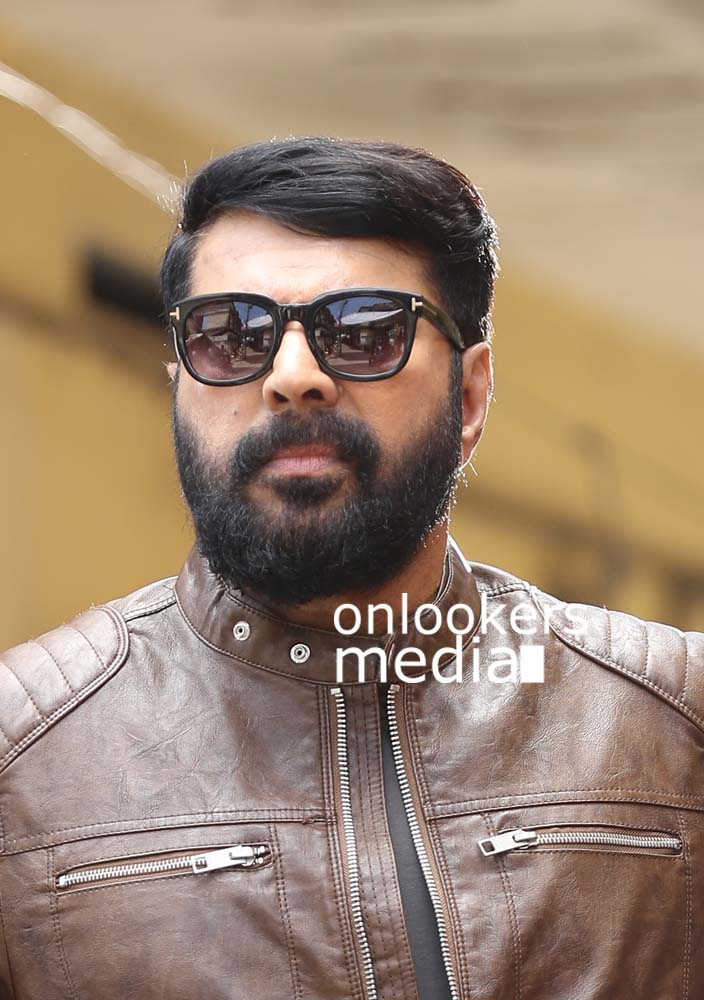 http://onlookersmedia.in/wp-content/uploads/2017/03/Mammootty-in-The-Great-Father-Stills-Photos-1.jpg