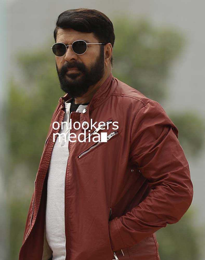 http://onlookersmedia.in/wp-content/uploads/2017/03/Mammootty-in-The-Great-Father-Stills-Photos-10.jpg