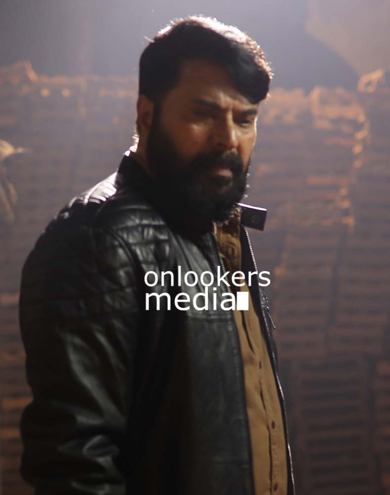 http://onlookersmedia.in/wp-content/uploads/2017/03/Mammootty-in-The-Great-Father-Stills-Photos-15.jpg