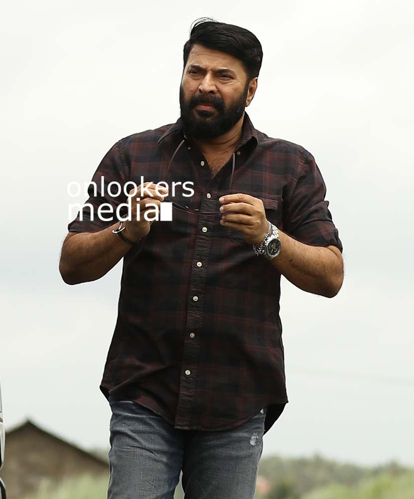 http://onlookersmedia.in/wp-content/uploads/2017/03/Mammootty-in-The-Great-Father-Stills-Photos-17.jpg