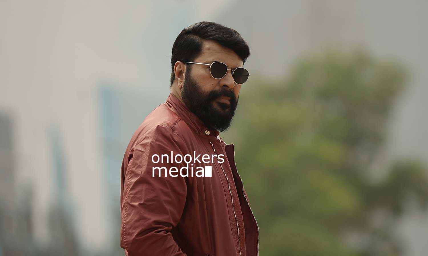 http://onlookersmedia.in/wp-content/uploads/2017/03/Mammootty-in-The-Great-Father-Stills-Photos-2.jpg