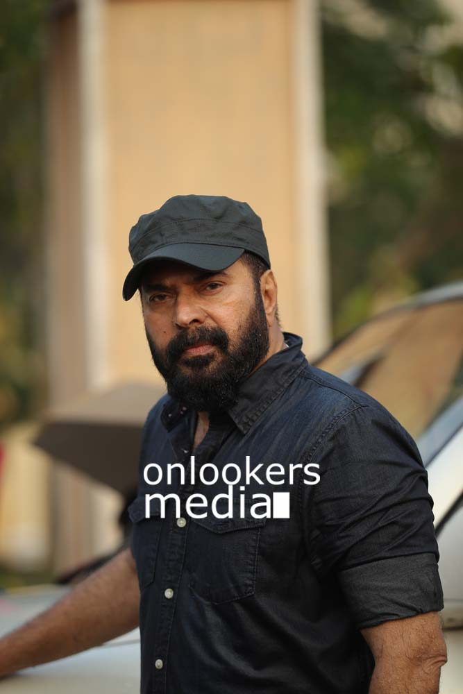 http://onlookersmedia.in/wp-content/uploads/2017/03/Mammootty-in-The-Great-Father-Stills-Photos-21.jpg