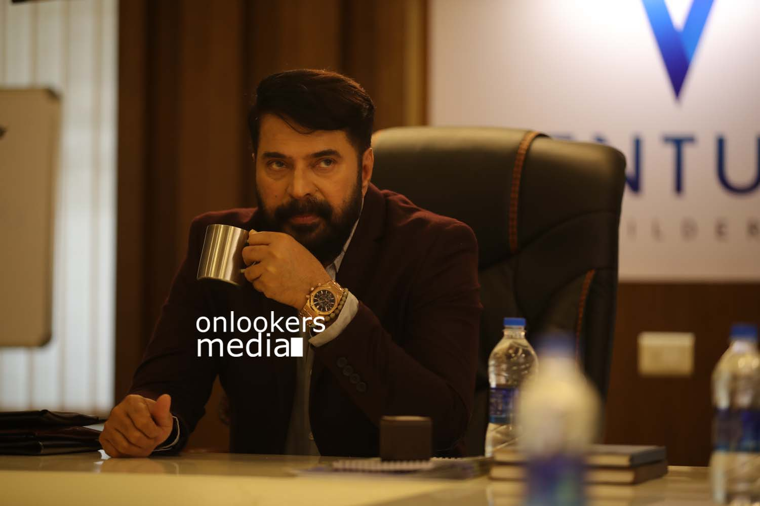 http://onlookersmedia.in/wp-content/uploads/2017/03/Mammootty-in-The-Great-Father-Stills-Photos-29.jpg