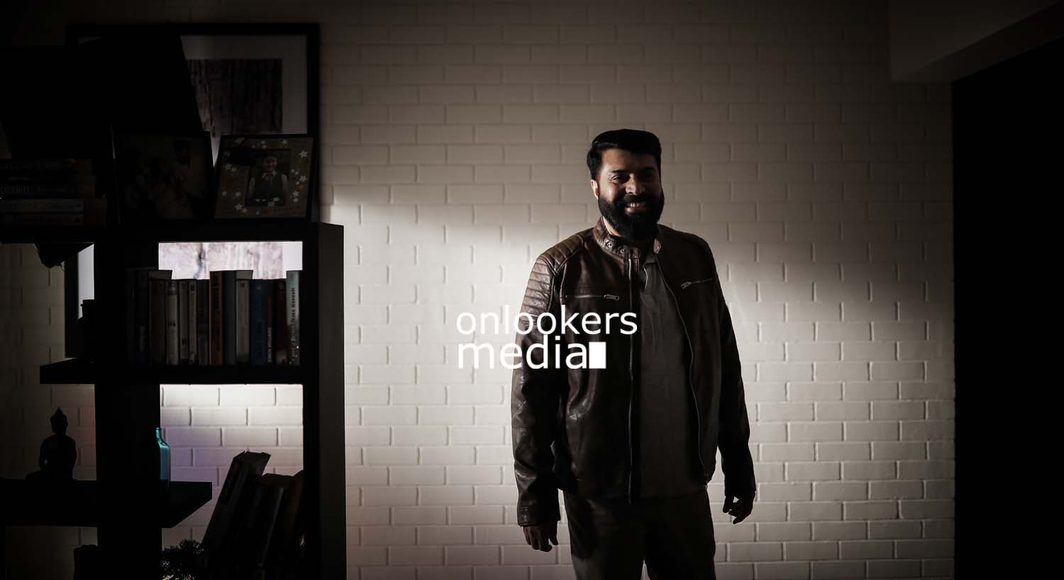 http://onlookersmedia.in/wp-content/uploads/2017/03/Mammootty-in-The-Great-Father-Stills-Photos-31.jpg