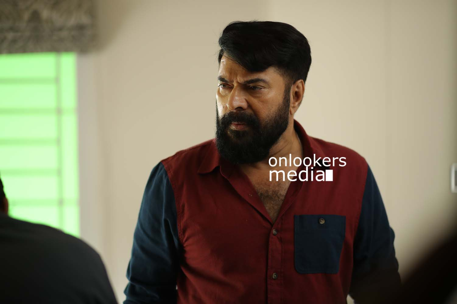 http://onlookersmedia.in/wp-content/uploads/2017/03/Mammootty-in-The-Great-Father-Stills-Photos-34.jpg