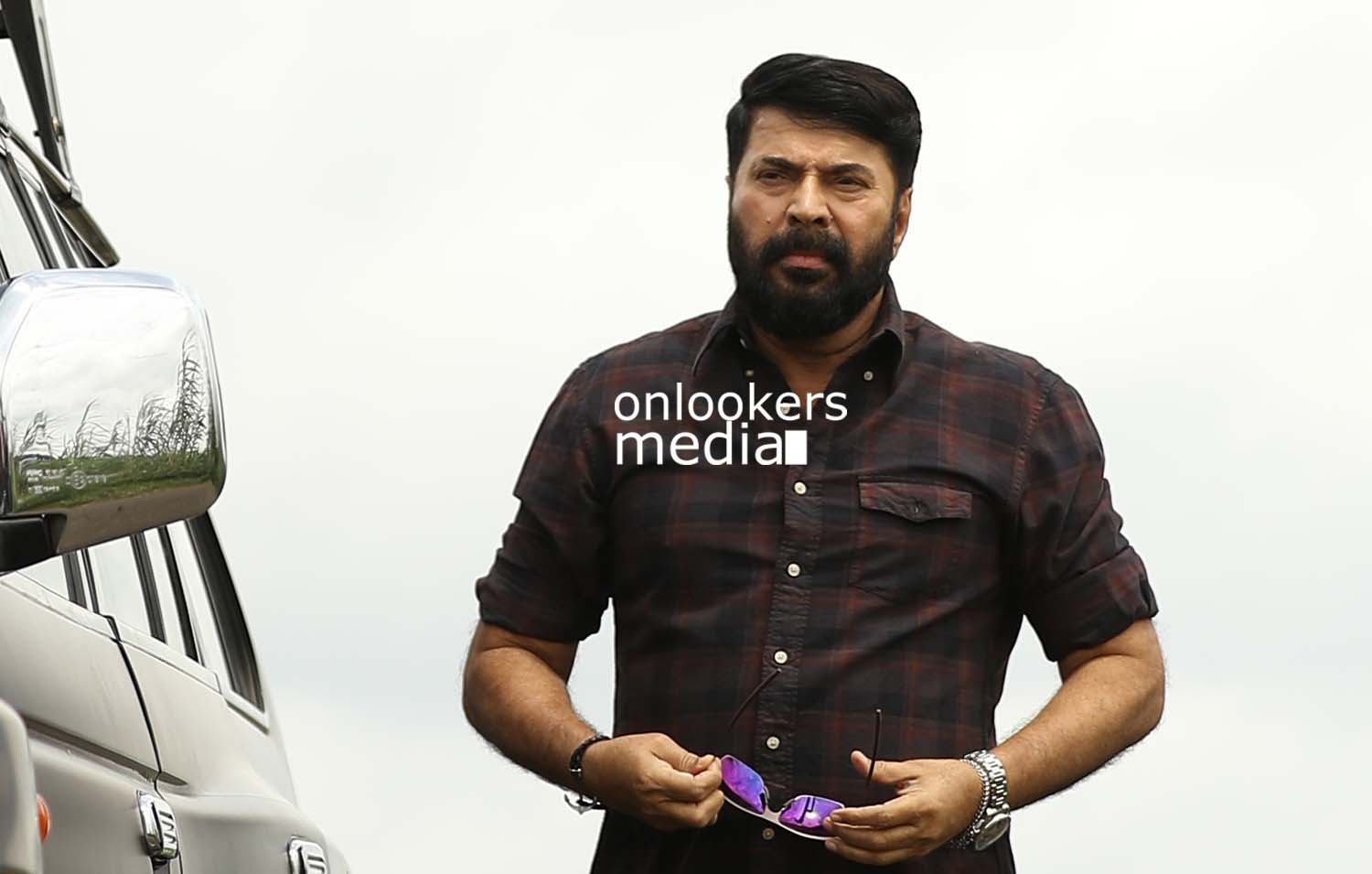 http://onlookersmedia.in/wp-content/uploads/2017/03/Mammootty-in-The-Great-Father-Stills-Photos-38.jpg