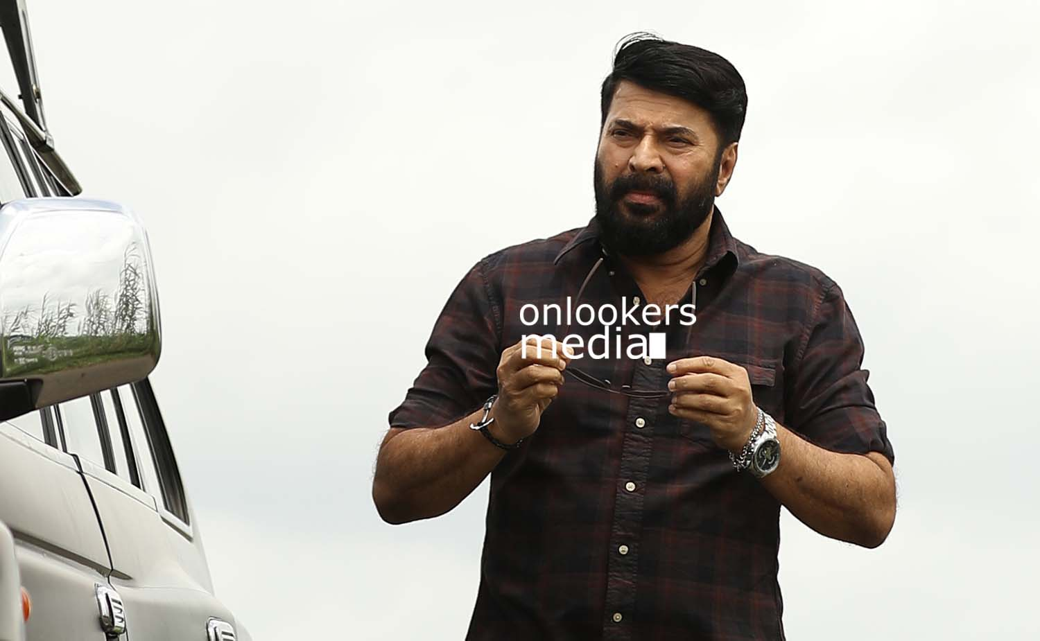 http://onlookersmedia.in/wp-content/uploads/2017/03/Mammootty-in-The-Great-Father-Stills-Photos-39.jpg