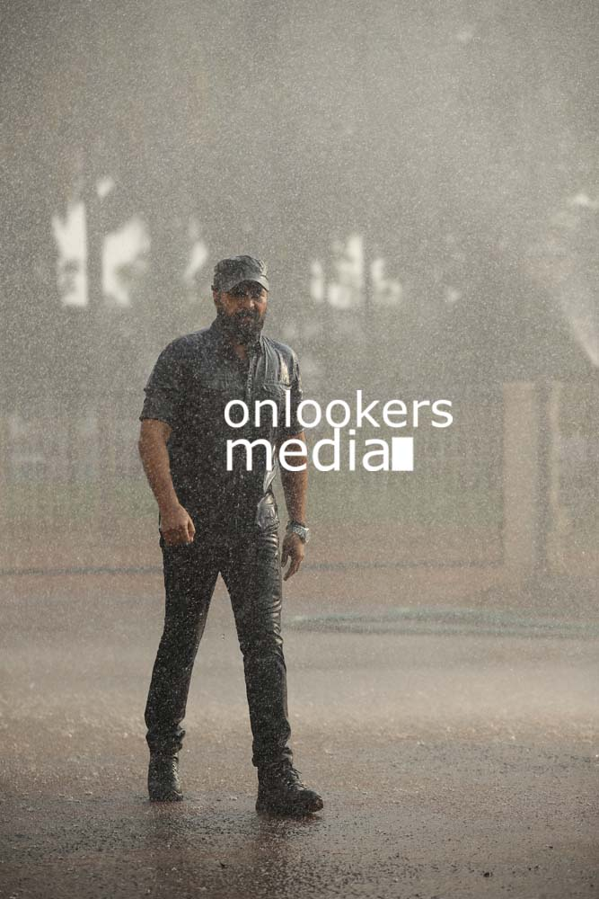 http://onlookersmedia.in/wp-content/uploads/2017/03/Mammootty-in-The-Great-Father-Stills-Photos-44.jpg