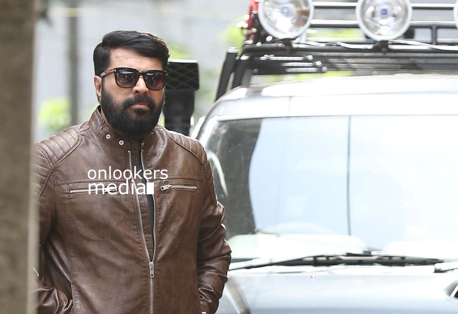 http://onlookersmedia.in/wp-content/uploads/2017/03/Mammootty-in-The-Great-Father-Stills-Photos-9.jpg