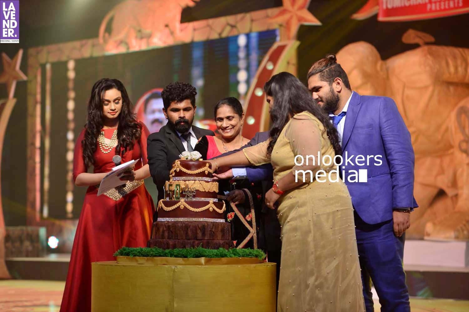 http://onlookersmedia.in/wp-content/uploads/2017/03/Pulimurugan-150-Days-150-Crores-Celebration-Stills-16.jpg