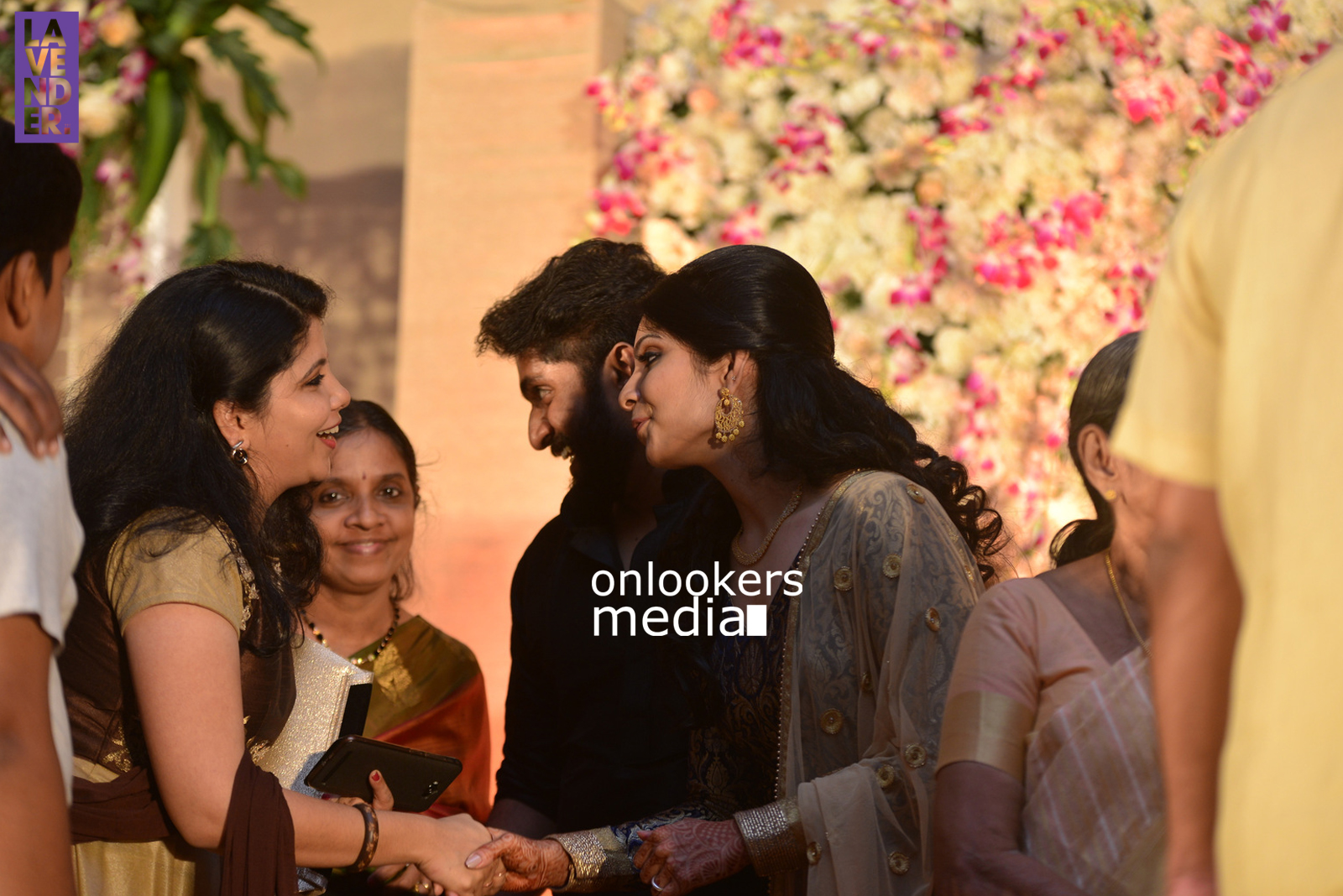 http://onlookersmedia.in/wp-content/uploads/2017/04/Dhyan-Sreenivasan-Wedding-Reception-Stills-Photo-101.jpg