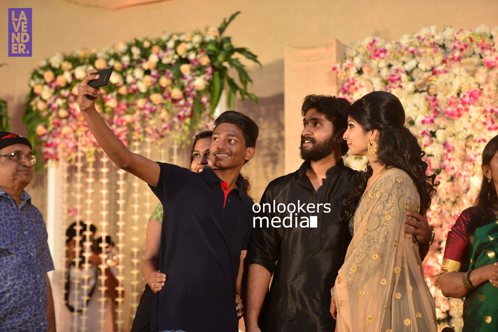 http://onlookersmedia.in/wp-content/uploads/2017/04/Dhyan-Sreenivasan-Wedding-Reception-Stills-Photo-110.jpg