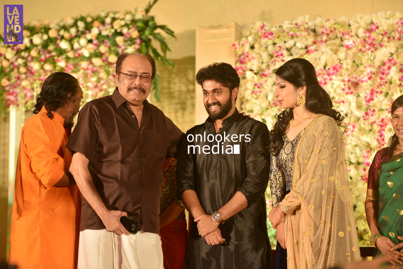 http://onlookersmedia.in/wp-content/uploads/2017/04/Dhyan-Sreenivasan-Wedding-Reception-Stills-Photo-18.jpg