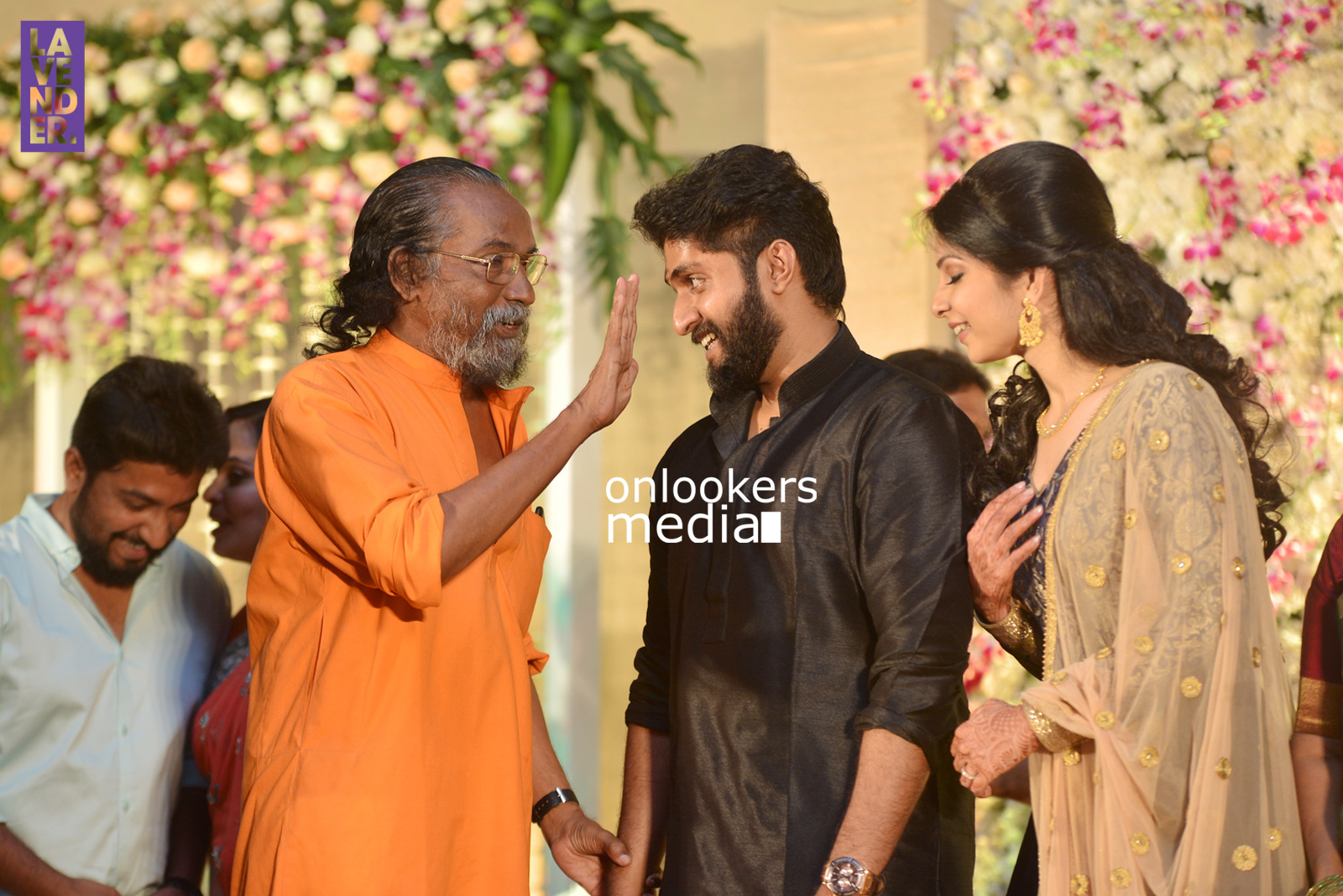 http://onlookersmedia.in/wp-content/uploads/2017/04/Dhyan-Sreenivasan-Wedding-Reception-Stills-Photo-19.jpg