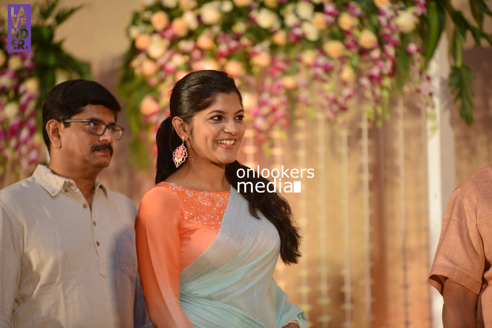 http://onlookersmedia.in/wp-content/uploads/2017/04/Dhyan-Sreenivasan-Wedding-Reception-Stills-Photo-196.jpg