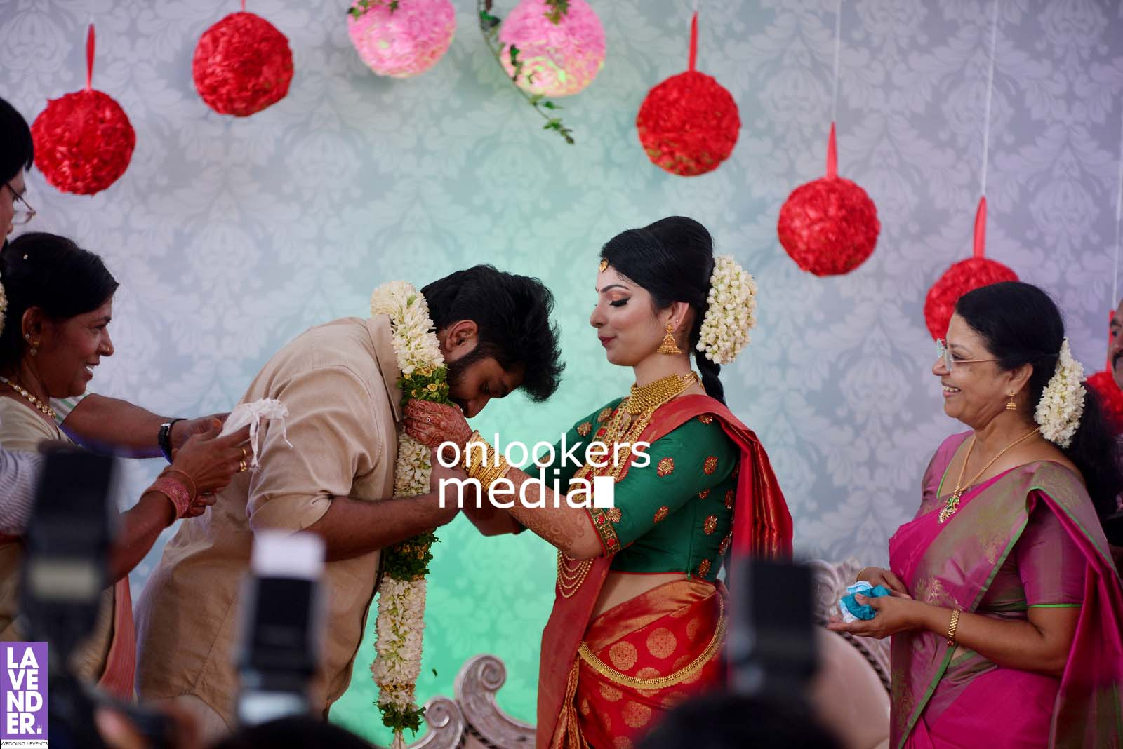 http://onlookersmedia.in/wp-content/uploads/2017/04/Dhyan-Sreenivasan-Wedding-Stills-Photos-26.jpg