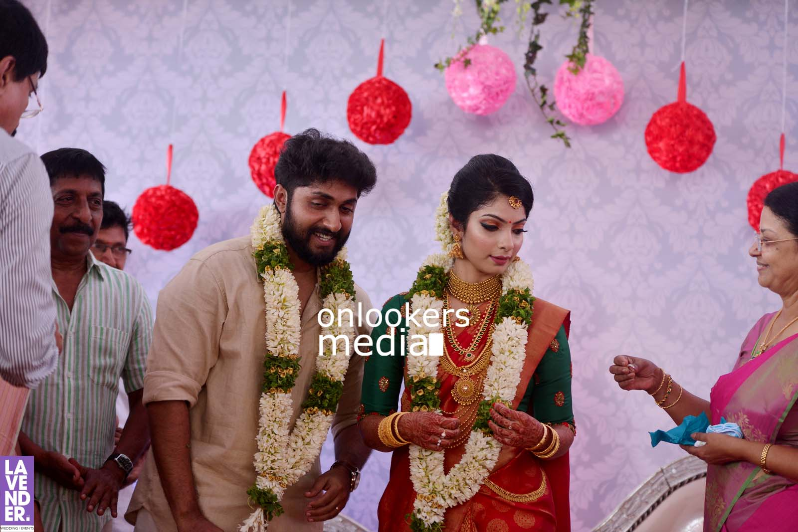 http://onlookersmedia.in/wp-content/uploads/2017/04/Dhyan-Sreenivasan-Wedding-Stills-Photos-29.jpg