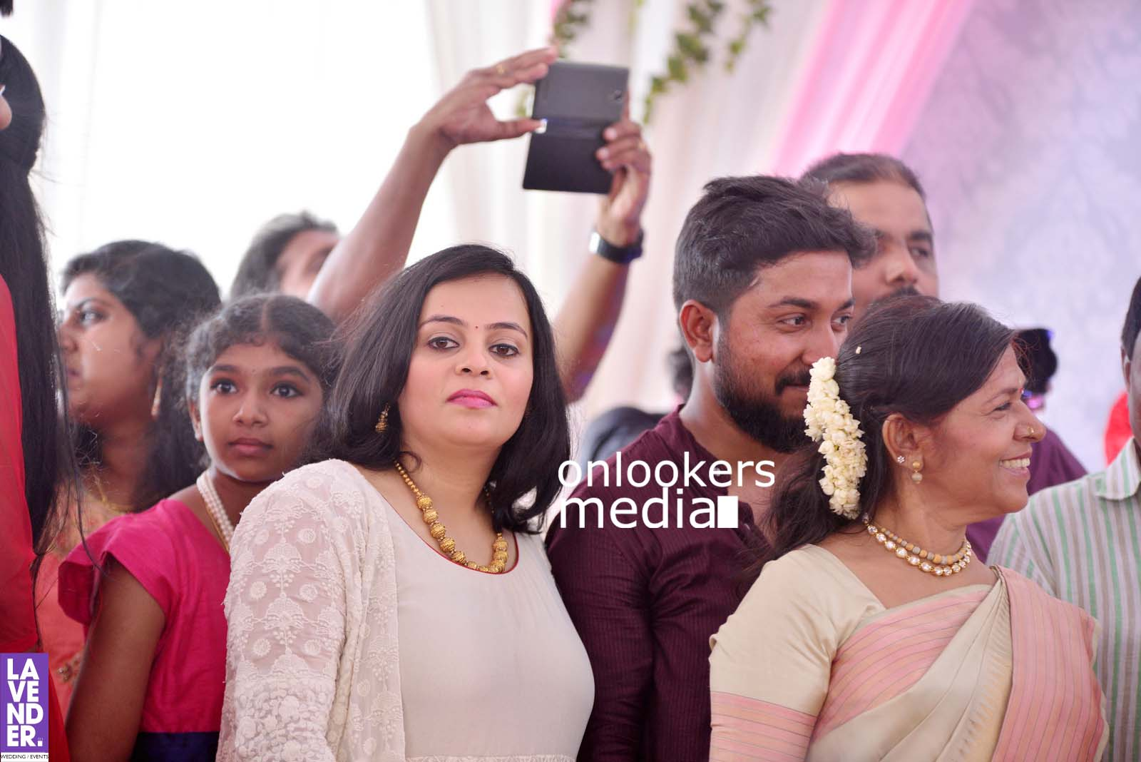http://onlookersmedia.in/wp-content/uploads/2017/04/Dhyan-Sreenivasan-Wedding-Stills-Photos-32.jpg