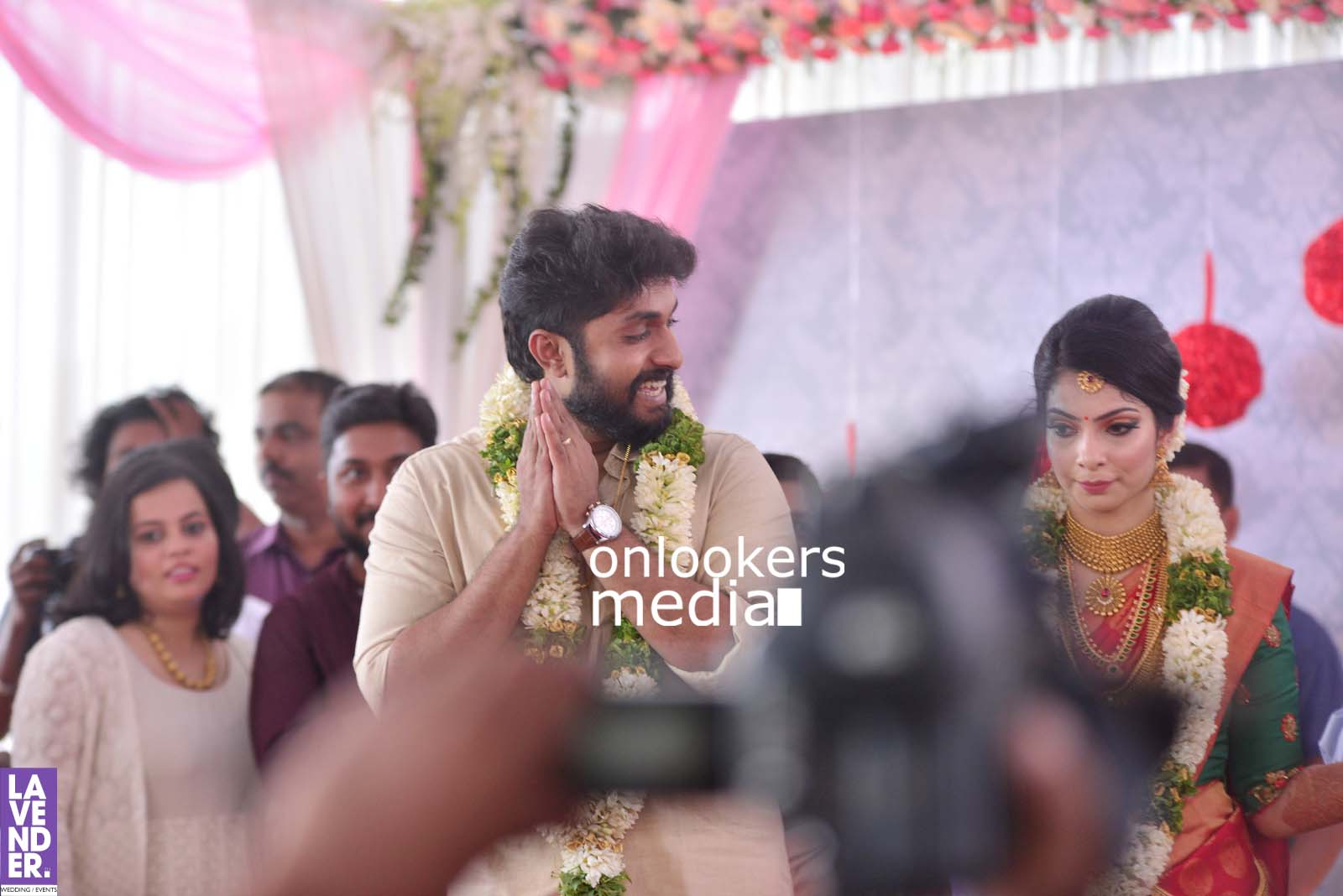 http://onlookersmedia.in/wp-content/uploads/2017/04/Dhyan-Sreenivasan-Wedding-Stills-Photos-34.jpg