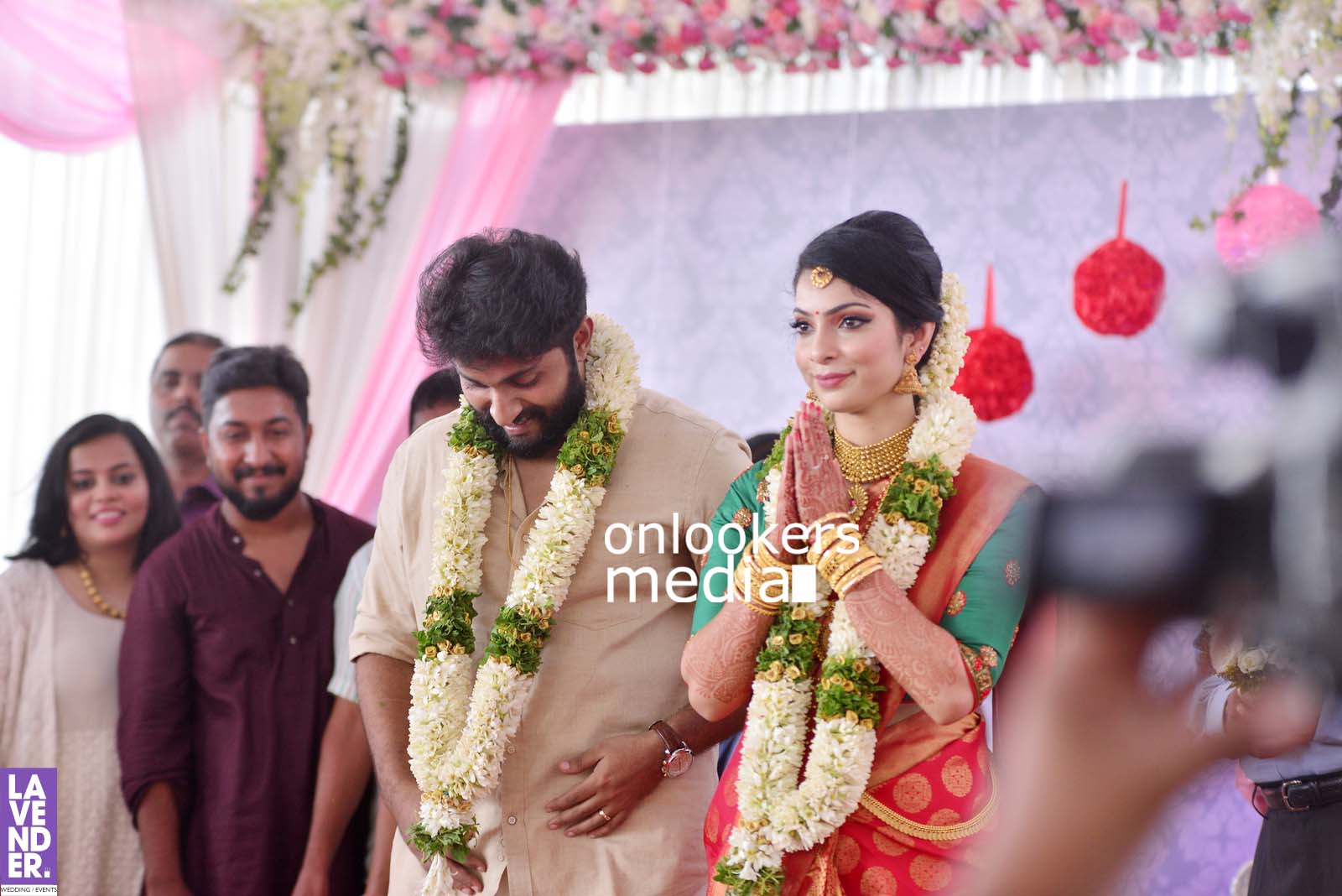 http://onlookersmedia.in/wp-content/uploads/2017/04/Dhyan-Sreenivasan-Wedding-Stills-Photos-35.jpg