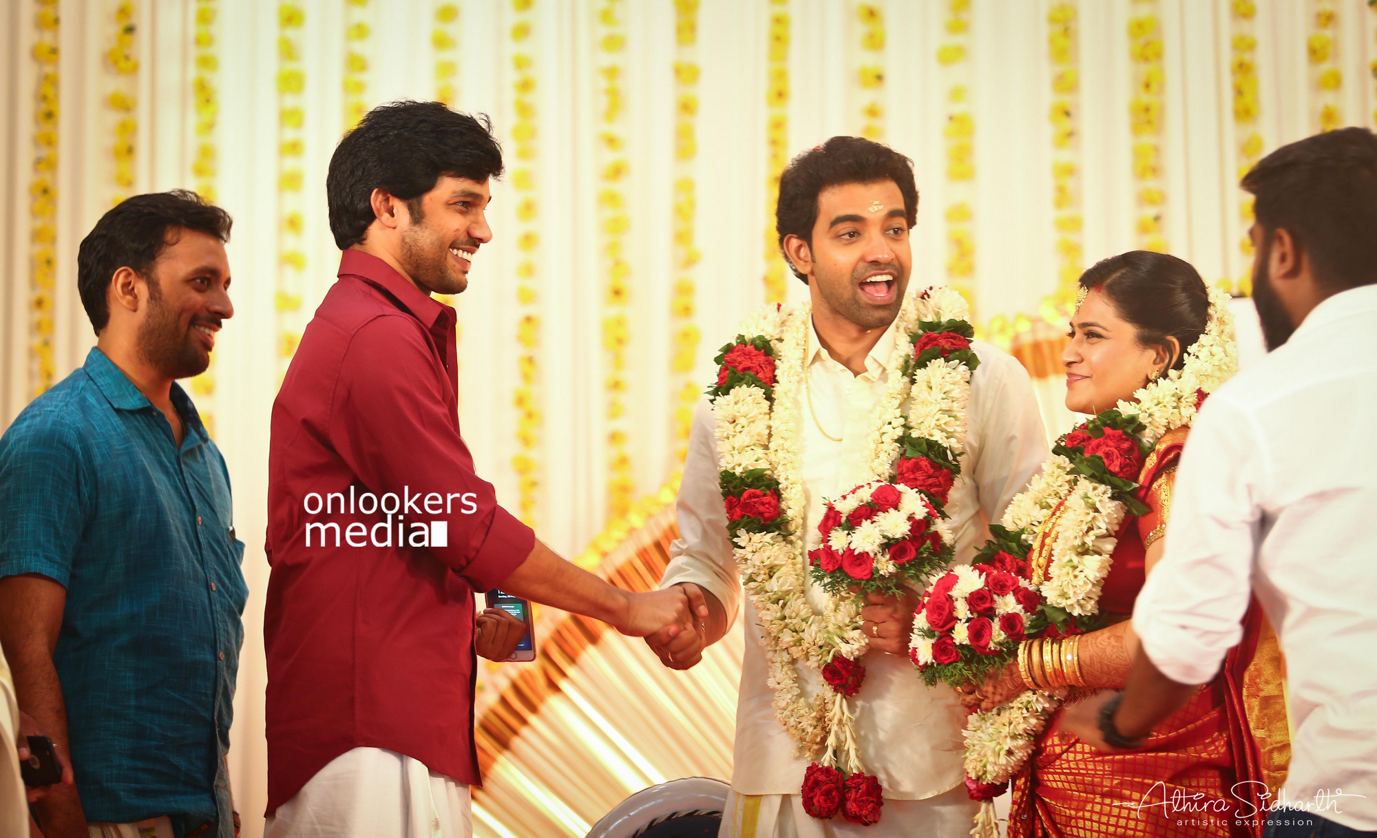 http://onlookersmedia.in/wp-content/uploads/2017/05/Malayalam-Actor-Siju-Wilson-Wedding-Stills-Photos-16.jpg