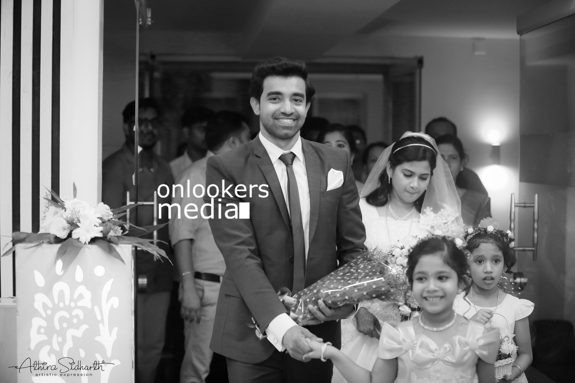 http://onlookersmedia.in/wp-content/uploads/2017/05/Malayalam-Actor-Siju-Wilson-Wedding-Stills-Photos-42.jpg