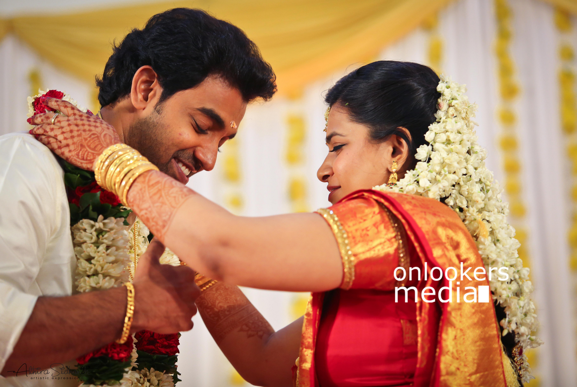http://onlookersmedia.in/wp-content/uploads/2017/05/Malayalam-Actor-Siju-Wilson-Wedding-Stills-Photos-73.jpg