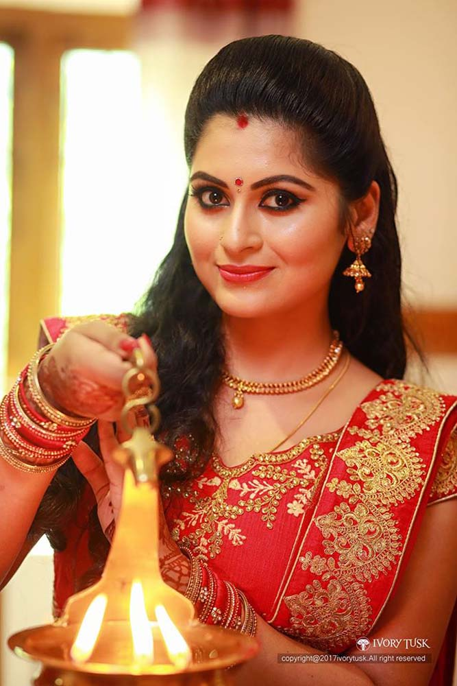 http://onlookersmedia.in/wp-content/uploads/2017/05/Serial-Actress-Sreelaya-Wedding-Stills-Photos-14.jpg