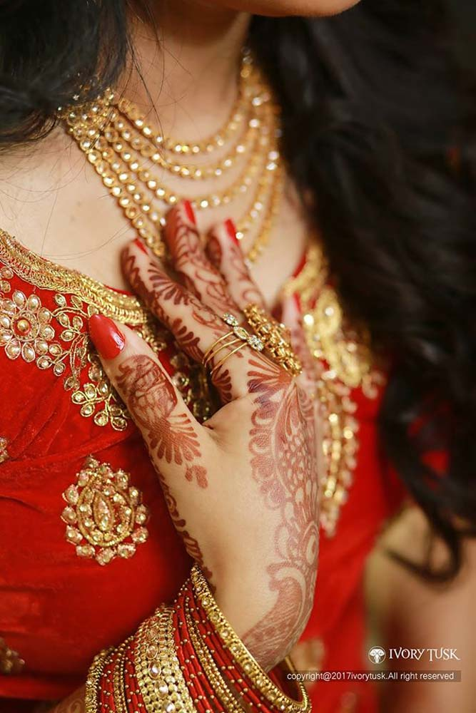 http://onlookersmedia.in/wp-content/uploads/2017/05/Serial-Actress-Sreelaya-Wedding-Stills-Photos-8.jpg