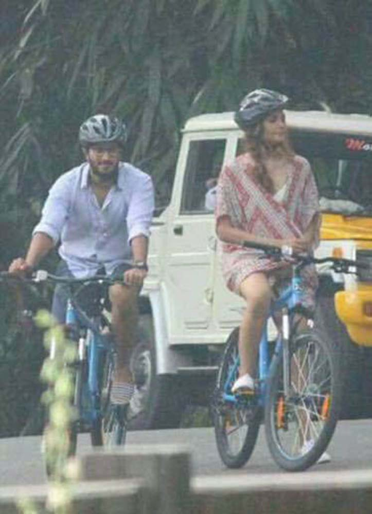 http://onlookersmedia.in/wp-content/uploads/2017/06/Dulquer-at-Solo-Malayalam-movie-location-15.jpg