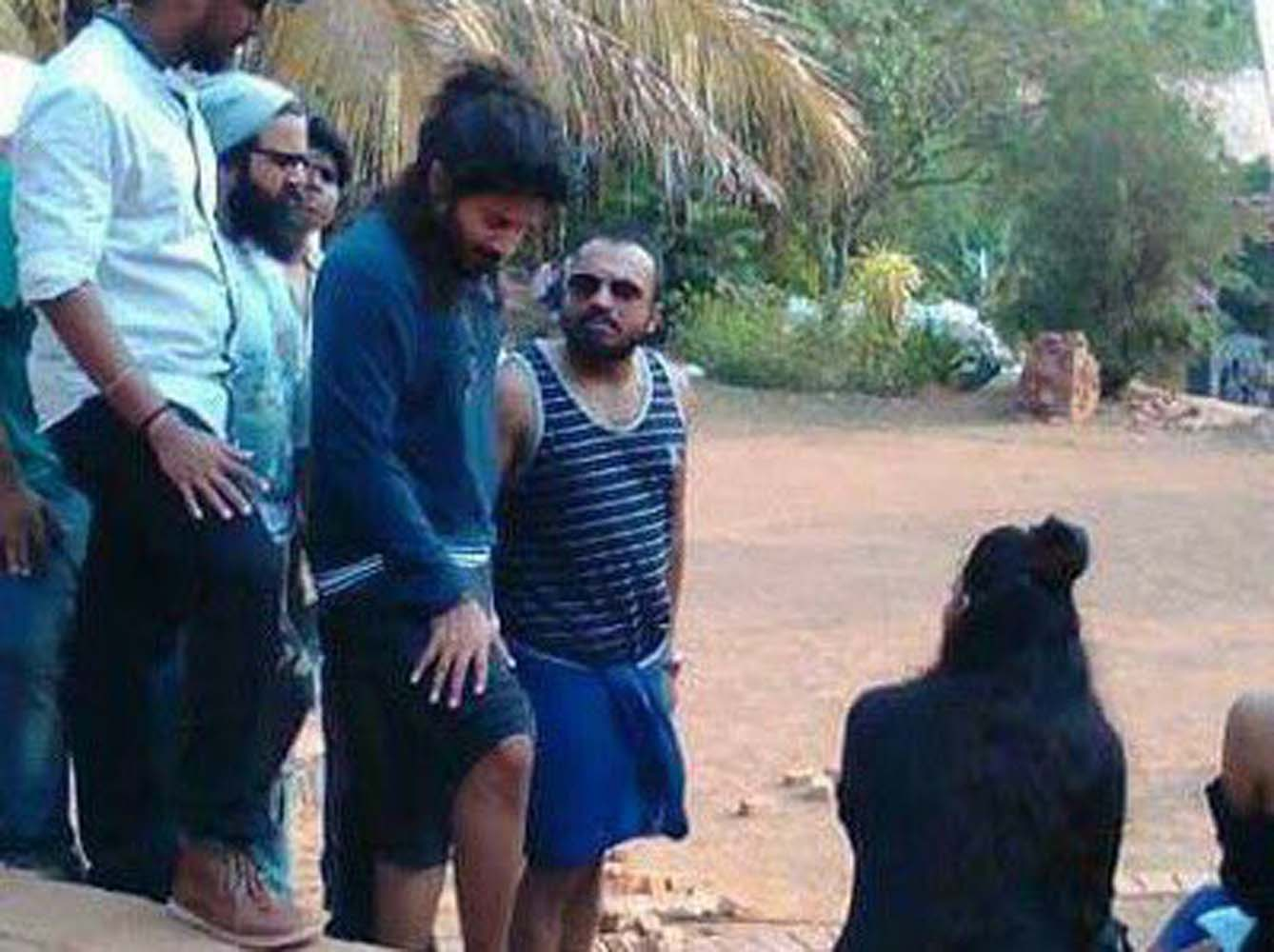 http://onlookersmedia.in/wp-content/uploads/2017/06/Dulquer-at-Solo-Malayalam-movie-location-16.jpg