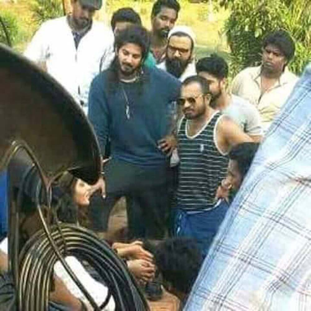 http://onlookersmedia.in/wp-content/uploads/2017/06/Dulquer-at-Solo-Malayalam-movie-location-18.jpg