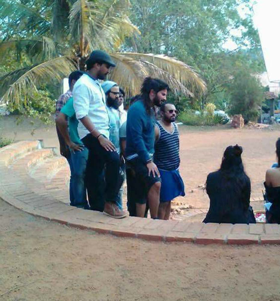 http://onlookersmedia.in/wp-content/uploads/2017/06/Dulquer-at-Solo-Malayalam-movie-location-19.jpg
