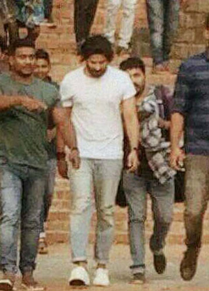 http://onlookersmedia.in/wp-content/uploads/2017/06/Dulquer-at-Solo-Malayalam-movie-location-2.jpg